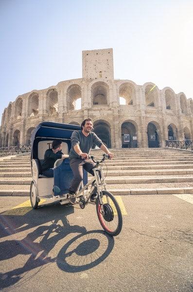 Visite d'Arles à vélo.Visite des Arènes D'Arles