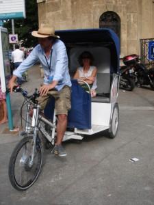 Une cliente sur le vélo-taco à Aix