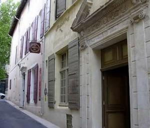 Hôtel deux étoiles dans centre ancien d'Arles: Hôtel de l'Amphithéâtre