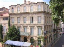 Hôtel le relais de poste à Arles: Hôtel deux étoiles situé aux portes de la Camargue.