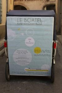 Le Boatel à Arles, Hôtel Restaurant fluvial au Pont Van Gogh.