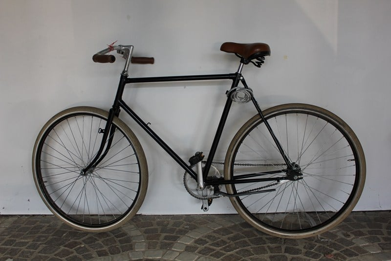 Location de vélos à la gare d'Arles pour les Rencontres d'Arles 2013.
