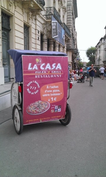 Street marketing à Arles: La Casa Pizza Grill choisit Taco and Co