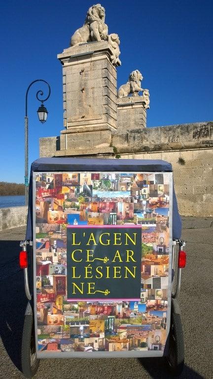 L'Agence Arlésienne, spécialiste de l'immobilier à Arles vous propose à la vente une maison de ville.