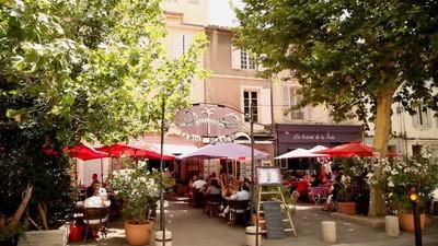 La Mule Blanche, restaurant proche de l'Espace Van Gogh à Arles.
